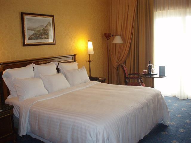 hotel-741047_640