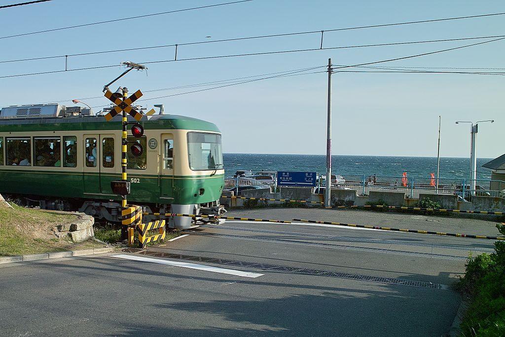 1024px-Shichirigahama_Enoshima_Electric_Railway
